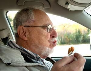 Manger au volant